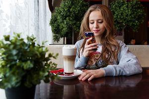 Większość nastolatek ma kontakt z alkoholem. Jak przetrwać bunt nastolatki? 5 rad
