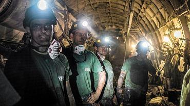 Górnicy wydobywający wągiel z najgłębiej położonego pokładu - 1290 m w kopalni Bydryk
