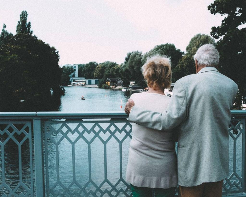 Z wiekiem szanse na znalezienie partnera maleją. Zwłaszcza kobiet (fot. barnimages.com / Flickr / domena publiczna)