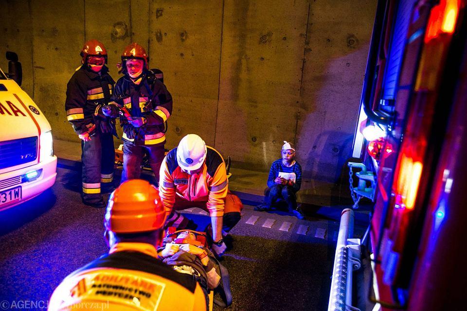 Zdjęcie numer 11 w galerii - Symulacja karambolu z kilkudziesięcioma rannymi. Duże ćwiczenia w tunelu pod Martwą Wisłą [ZDJĘCIA]