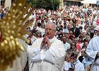 """Biskup Ryczan podczas procesji: """"Nazywano to zdrad� stanu..."""" [ZDJ�CIA, WIDEO]"""