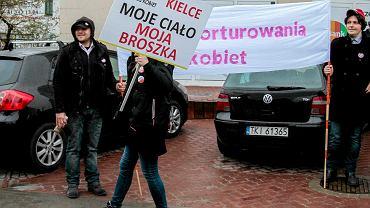 Kielce. Manifestacja zorganizowana przeciwko zaostrzeniu przepisów aborcyjnych
