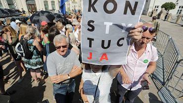 Pikieta w obronie niezależności sądów na Krakowskim Przedmieściu