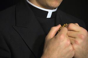 Ekshumacja pomo�e ustali�, czy ksi�dz rektor by� ojcem
