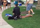 Z broni� przeciw nastolatce w bikini. Amerykanie zbulwersowani brutaln� interwencj� policji [WIDEO]