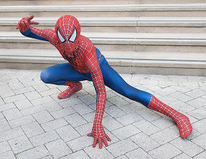 """16-letni Spider-Man z Atlanty wie, jak się ruszać! Absolutnym hitem internetu jest jego taniec, w supermarkecie do piosenki """"Take on Me"""" grupy A-ha.  Na swoim Instagramie publikuje również wiele innych filmików na których demonstruje swoje taneczne popisy."""