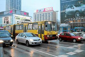 http://bi.gazeta.pl/im/f0/50/e5/z15028464M,Jeszcze-w-2010-roku-widok-Ikarusa-w-centrum-nikogo.jpg