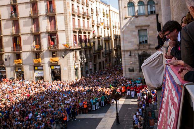 Carles Puidgemont na balkonie barcelońskiego ratusza