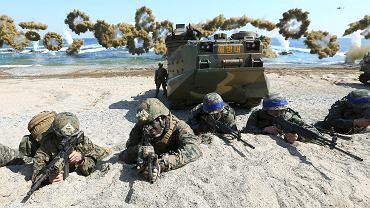 Ćwiczenia wojskowe amerykańskich marines i żołnierzy z Korei Południowej.