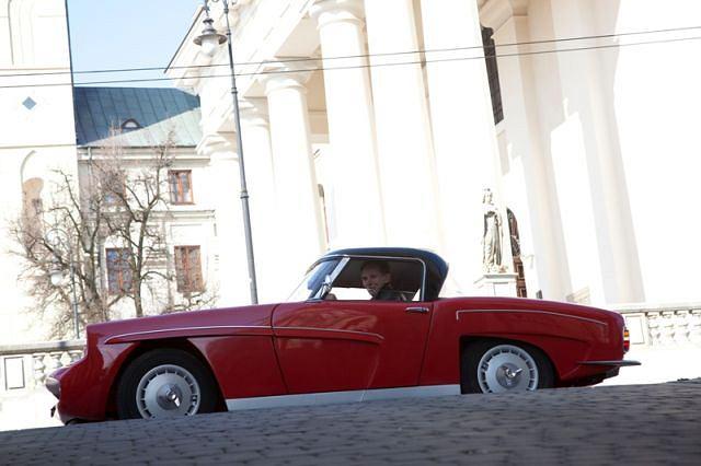 Replika prototypu Syreny Sport. Za kierownicą twórca, pan Mirosław Mazur