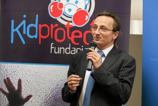 Założona przez Jakuba Śpiewaka fundacja Kidprotect stała się niekwestionowanym autorytetem. Śpiewak bywał w mediach, zapraszano go na rządowe debaty