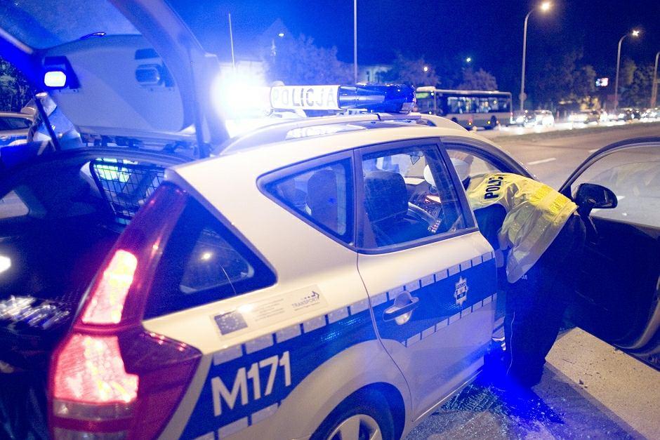 Мужчина в Польше управлял машиной, пользуясь ножным протезом, который надел на руку