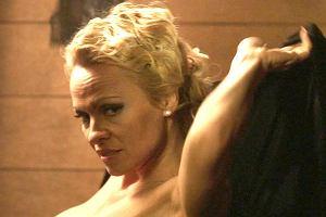 Pamela Anderson w�a�nie wyst�pi�a w rozbieranych scenach w najnowszym filmie People Garden. To prawdziwa gratka dla jej fan�w, ale tak�e - po prostu - dla koneser�w kobiecego pi�kna. Mimo �e aktorka ma 49 lat, figury mog�aby pozazdro�ci� jej niejedna nastolatka.
