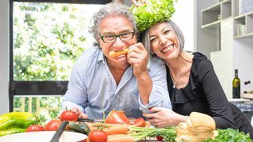 Jeśli nie w kuchni, to na zakupach... Panie mają wpływ i często decydujący wpływ na dietę rodziny. No, chyba, że to jego 'mamusia gotuje najlepiej'
