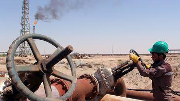 Pierwsza taka zgoda od o�miu lat. OPEC m�wi, �e zmniejszy wydobycie ropy. Ceny surowca mocno w g�r�