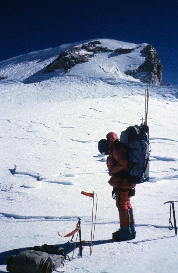 Ryszard Gajewski w drodze do obozu IV. Wysokość 7600 m (fot. archiwum Ryszarda Gajewskiego)