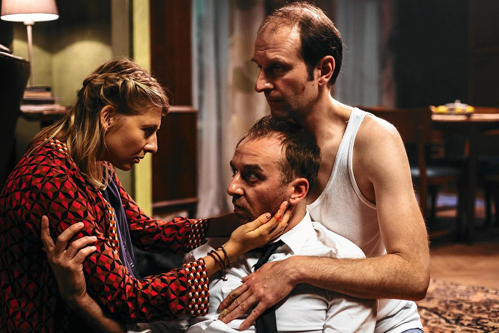 'Juliusz' w reżyserii Aleksandra Pietrzaka. Anna Smołowik, Wojciech Mecwaldowski, Rafał Rutkowski / KINO ŚWIAT