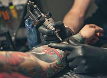 Chcesz zrobić sobie tatuaż lub piercing? Na to musisz uważać