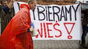 Protest mieszkańców gminy Dobrzeń Wielki pod siedzibą PiS, Warszawa, 10 sierpnia 2016