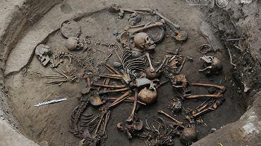 Szkielety ze 'spiralnego' grobowca, jaki odkryto w stolicy Meksyku