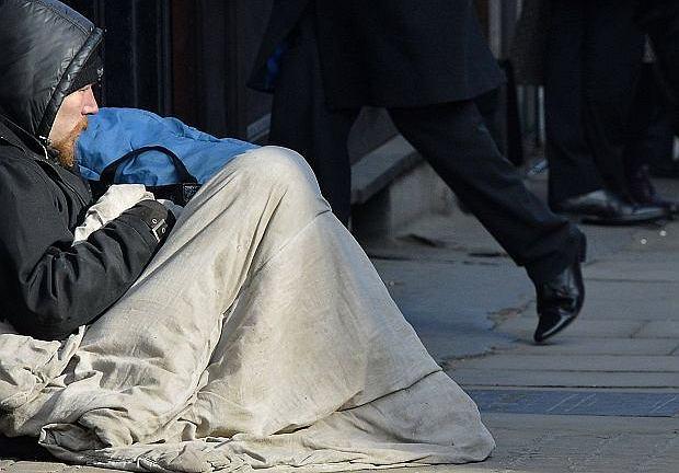 Bezdomny na ulicy Londynu, luty 2013 r.