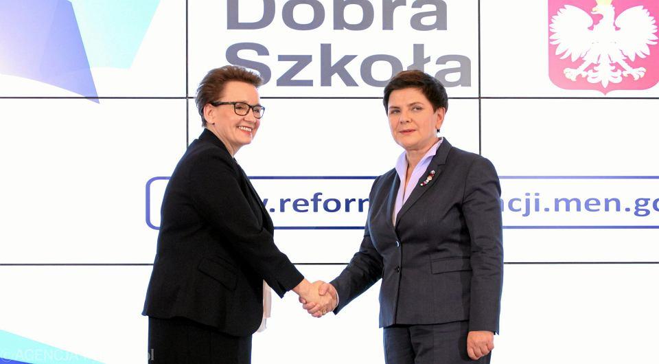 Premier Beata Szydło i minister edukacji Anna Zalewska podczas konferencji prasowej po posiedzeniu rządu. Przedstawiają program