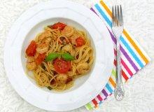 Spaghetti Agio Olio z krewetkami, pomidorami suszonymi i papryczk� - ugotuj