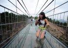 Szklany most wisz�cy w Chinach