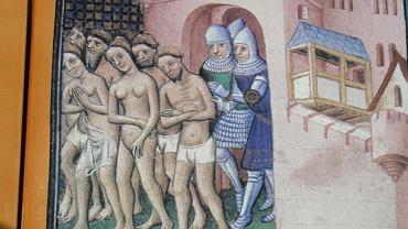 Wypędzenie albigensów z Carcassonne na obrazie z 'Wielkiej kroniki Francji' z ok. 1415 r. Wojska krucjatowe Szymona de Montfort stanęły pod murami miasta 1 sierpnia 1709 r. i zdobyły je po tygodniowym oblężeniu, gdy odcięto obrońcom wodę. Mieszkańcy mogli opuścić miasto, ale właściciel Carcassonne wicehrabia Raymond Roger Trencavel został uwięziony, a potem zamordowany. Nowym wicehrabią został Montfort.