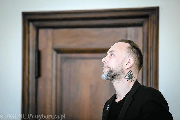 Zdjęcie numer 3 w galerii - Zapadł wyrok w głośnej sprawie Nergala. Był oskarżony o publiczne znieważenie polskiego godła