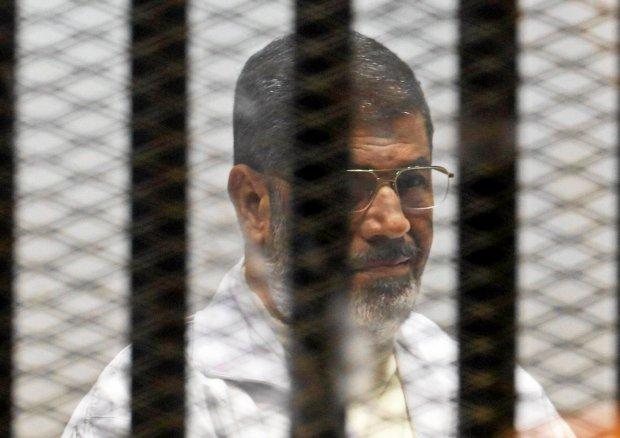 """Egipt. Muhammad Mursi skazany na śmierć za zorganizowanie ucieczki z więzienia. AI: """"Ten wyrok to farsa"""""""