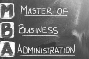 Wystarczą, żeby odnieść sukces w biznesie? Zagwarantują spektakularną podwyżkę? Fakty i mity o studiach MBA