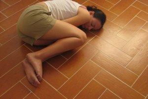 Bolesne miesiączki: najskuteczniejsze sposoby na ból w czasie menstruacji