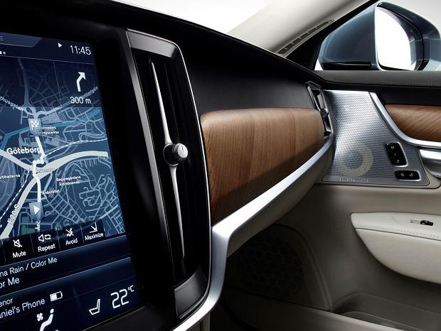 Volvo S90 - ekran i głośnik
