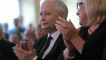 Jarosław Kaczyński i Beata Kempa przysłuchują się wystąpieniu Zbigniewa Ziobry na konwencji Solidarnej Polski