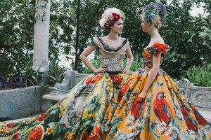Dolce & Gabbana i Kylie Minogue w Portofino. Wszystko, co musicie wiedzieć o baśniowym pokazie haute couture duetu