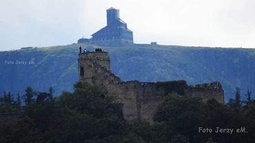 Turysta na zamku Chojnik