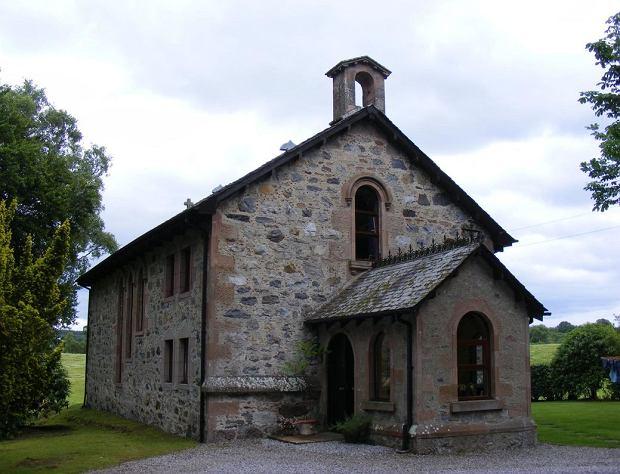 Kup sobie kościół. Oto świątynia zamieniona w przytulny dom w Anglii za cenę apartamentu w Warszawie