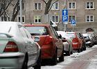 Na ulicach parkomaty? Samochody zablokuj� podw�rka
