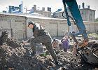 IPN wznowi� prace ekshumacyjne w areszcie. Wydobyto ju� pierwsze szcz�tki