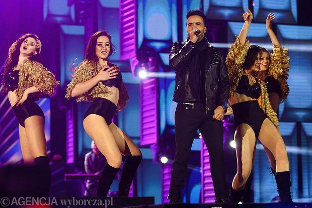 Luis Fonsi miał być największą gwiazdą Sylwestra 2017 w Zakopanem. Za zaśpiewanie dwóch utworów miał zgarnąć 450 tys. złotych! Teraz okazuje się, że Portorykańczyk tylko poruszał ustami a jego hit poleciał z taśmy...