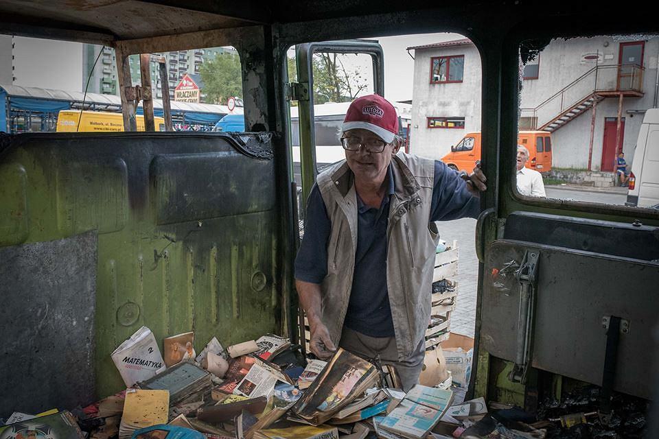 Pan Włodzimierz sprzedaje książki na tczewskim targowisku od 13 lat