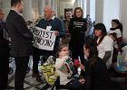 Rodzice z niepe�nosprawnymi dzie�mi protestuj� w Sejmie. S� gotowi zosta� w budynku nawet cztery dni