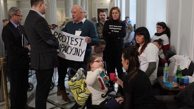 Protest okupacyjny rodzicow dzieci niepelnosprawnych