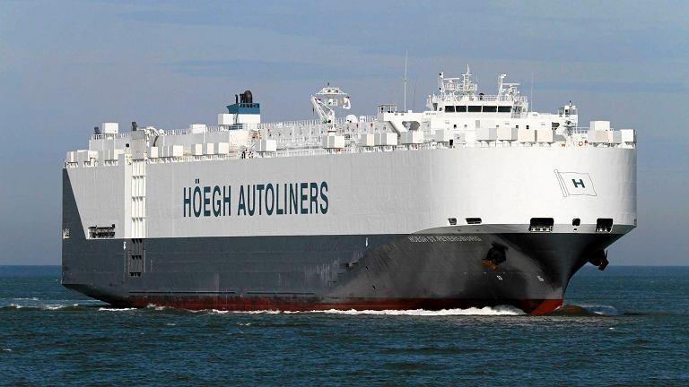 Norweski statek St. Petersburg dotarł w rejon znalezionych przez satelitę obiektów