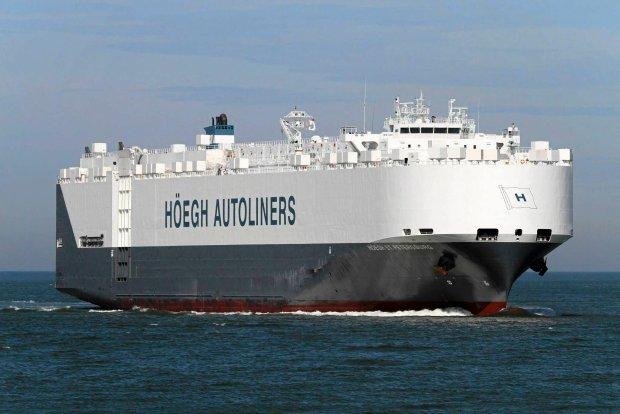 Norweski statek St. Petersburg dotar� w rejon znalezionych przez satelit� obiekt�w
