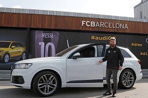 Piłkarze Barcelony z nowymi Audi