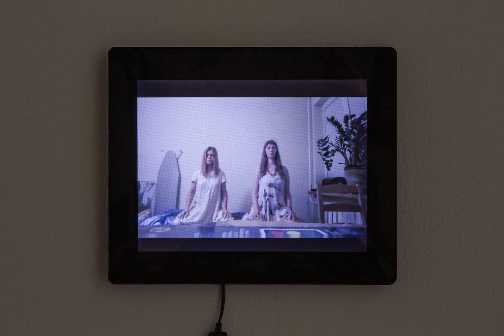 Małgorzata Goliszewska, Blizniaczki , 2014 , wystawa 'Czekając na kolejne nadejście' / ANDREJ VASILENKO