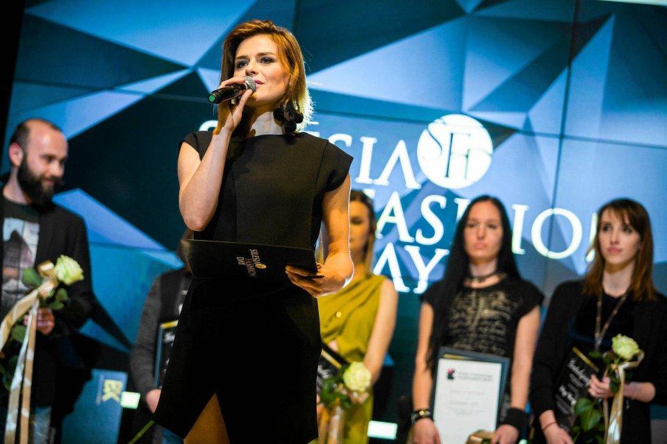8eea989094 Zdjęcie numer 0 w galerii - Natasza Urbańska pokazała na Silesia Fashion  Day księżycowe sukienki