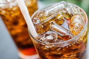 Jak sprawi�, �eby dzieci pi�y mniej s�odkich napoj�w? To proste
